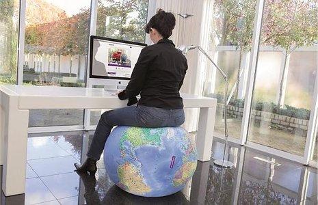 Globe Zitbal Wereld 75 cm - opblaasbare wereldbol / evenwichtsbal