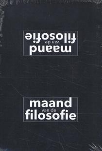 Vuurduin Display met 10 exemplaren essay Maand vd Filosofie 2021