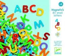 83 petites lettres magnétiques
