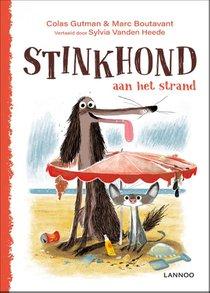 Stinkhond aan het strand