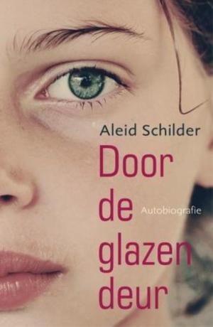 Door de glazen deur
